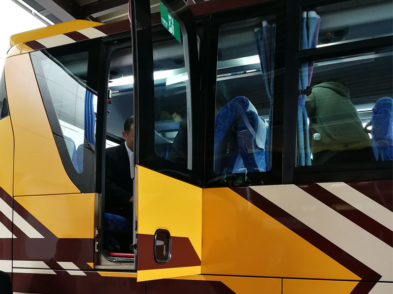 大型貸切バス非常口脱出訓練in京都